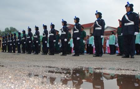 MANTAP ... Sebahagian dari platun Kadet Kawad Kaki SMKPS (barisan hadapan) yang akan menyertai pertandingan kawad sempena Hari Kor Kadet Polis peringkat daerah Batu Pahat di padang SMK Tinggi, Batu Pahat pada 30 dan 31 Mac ini.