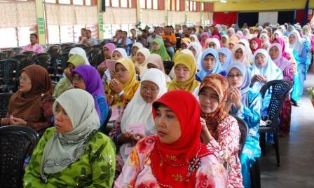 KYUSUK ... Sebahagian dari ibu bapa pelajar SMKPS yang hadir pada mesyuarat PIBG tahun ini.Usul untuk menaikkan sumbangan PIBG kepada RM20 telah diluluskan, begitu juga usul mengutip sumbangan Modul sebanyak RM20, sumbangan Kokurikulum sebanyak RM10, sumbangan Vandalisme RM10 dan sumbangan majalah sebanyak RM10.