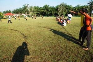 MENARIK ... padang bola SMKPS yang telah dibersihkan digunakan untuk latihan perlawanan antara bawah 15 dan bawah 18 yang bakal berlangsung pada Mei ini.