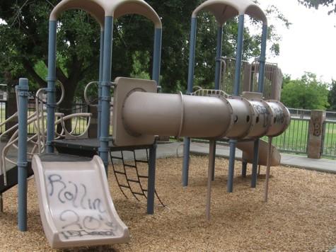 VANDALISME...Di taman permainan kanak-kanak