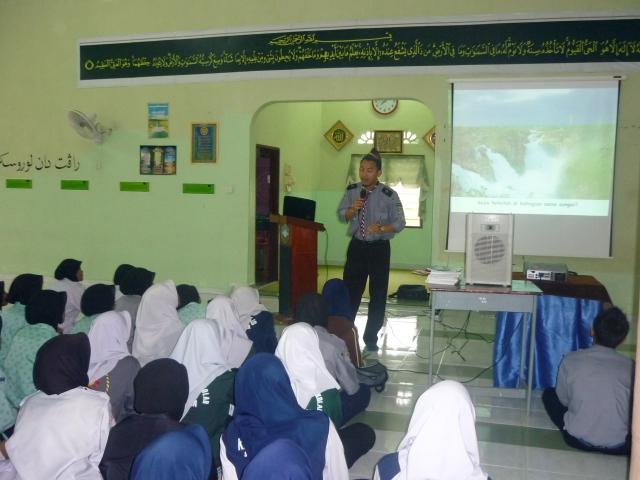 MANTAP... Cikgu Khamsuldin sedang menyampaikan ceramah