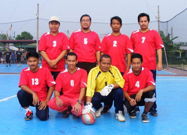 Pemain SMKPS diwakili oleh Encik Abdul Razib Urif (penjaga gol), Encik Mustaffa Siraj dan Encik Najhan Azman (pemain pertahanan), Encik Norhisham Khalid, Encik Shahrul Azhar, Encik Shafie Buyamin (Pemain tengah), Encik Yahya Ahmad dan dan Sahri Othman selaku penyerang.