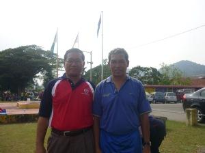 PEGAWAI PASUKAN  BATU PAHAT... En Mustaffa Siraj  dan Encik Zainal Mohd Zin
