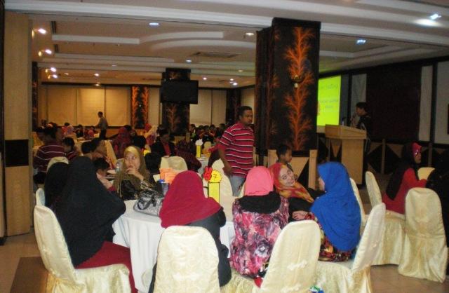 Suasana dewan di Malam Ikatan Mesra