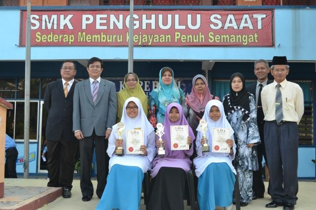 Peserta bersama Pengetua, GPK dan guru pembimbing mereka