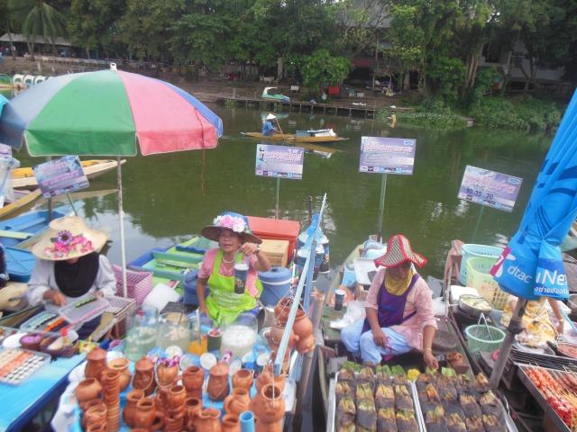 Di Pasar Terapung Songkla