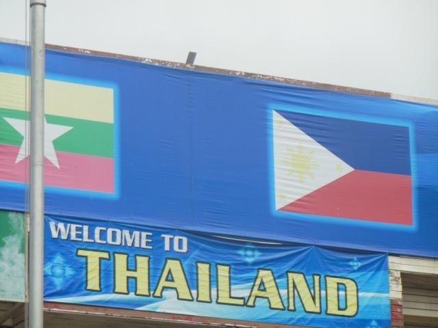 Banner Selamat Datang ke Thailand di  pintu masuk ke Danok