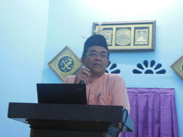 Encik Mohsin sedang menyampaikan ucapan