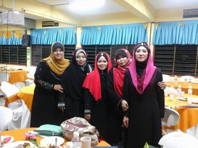 Puan Zaimah Sahar bersama penggerak majlis yang lain