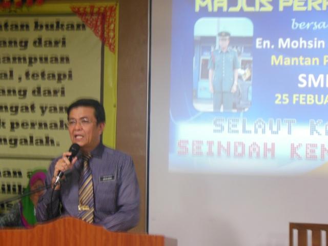 Encik Mohsin menyampaikan ucapan