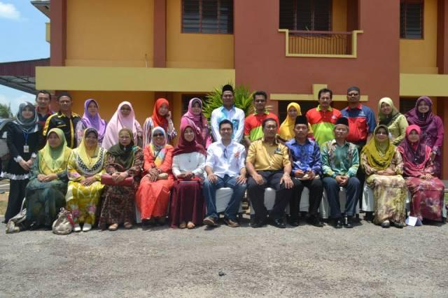 Dr Faiz bersama AJK Program