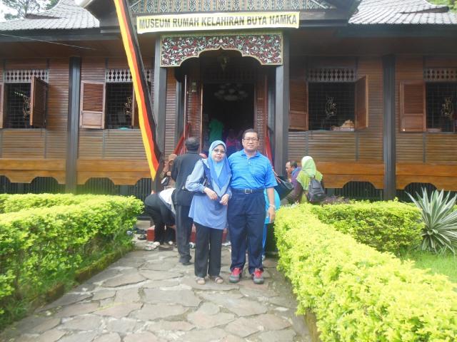 Foto di hadapan muzium Pak Hamka