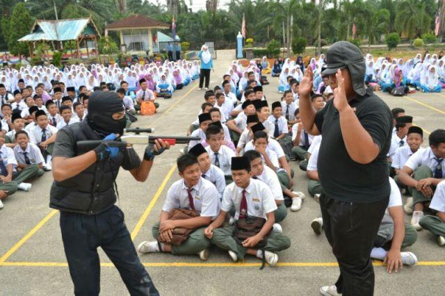 Persembahan drama yang menarik dan mampu difahami mesejnya oleh pelajar-pelajar